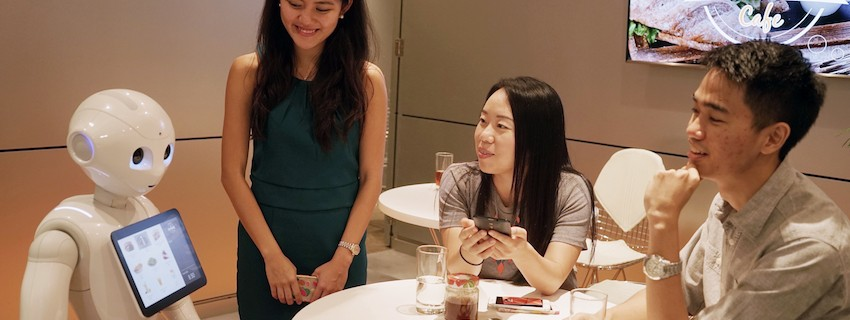 Конкурс на JA и Mastercard ще срещне ученици с хуманоиден робот. Виж победителите