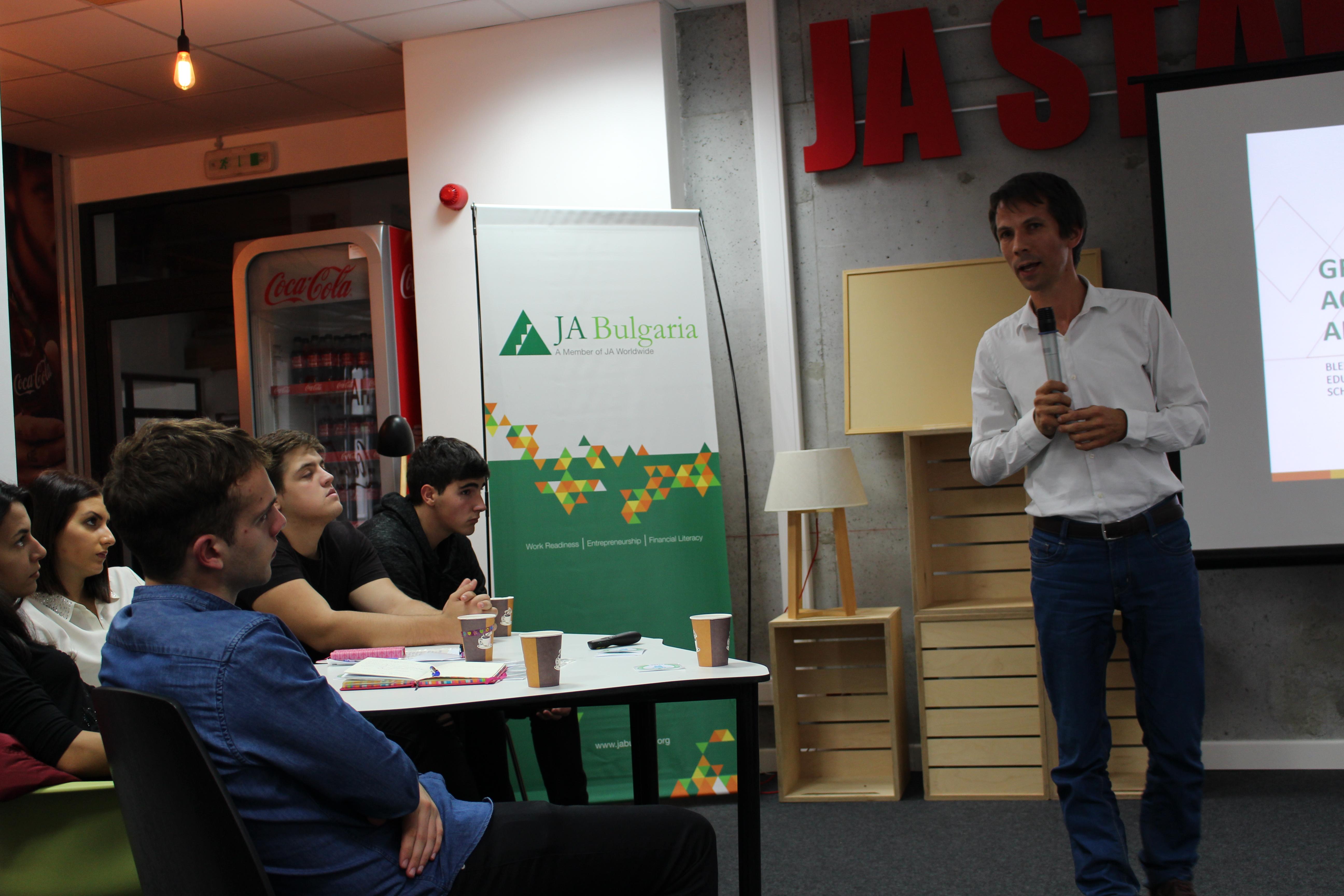 Яни Драгов, един от създателите на най-успешния български органик бранд Roobar, сподели с участниците какво го вдъхновява за устойчив бизнес