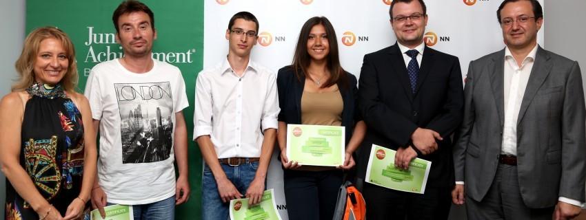 """Български ученици създават """"умен"""" часовник за незрящи"""