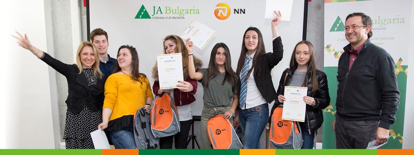 80ученици от 13 града участваха в иновационен лагер и решаваха казус свързан с осигурителната система
