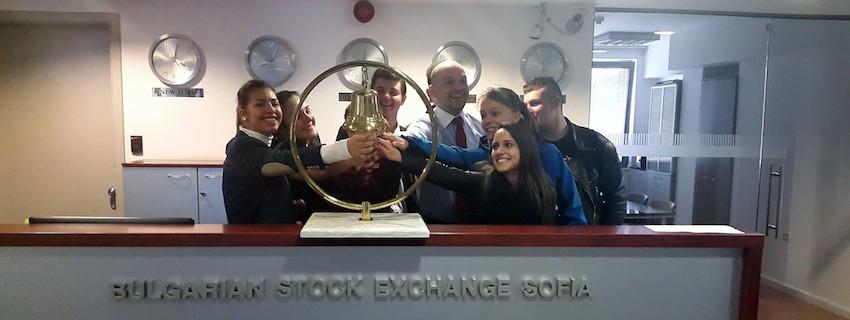 Десетокласници, изучаващи програми на JA България, участваха в  сесия на Българска фондова борса