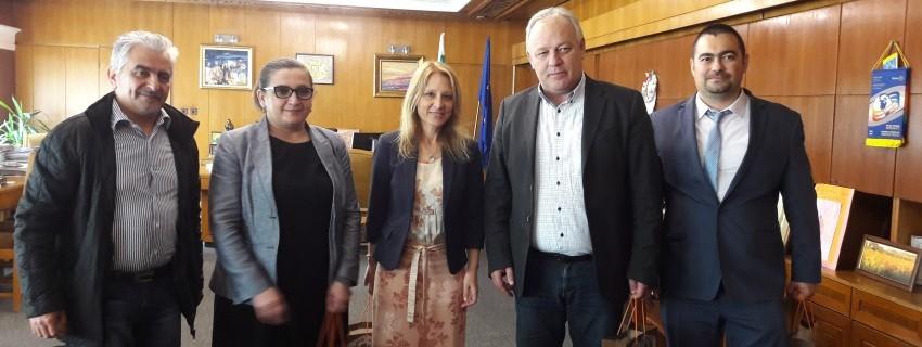 Кметът на Смолян подписа споразумение за сътрудничество с JA за подкрепа на младежкото предприемачество