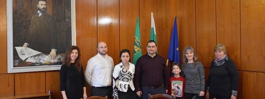 Учители от врачански училища получиха начален капитал на учебните компании по проект на JA и евродепутата Владимир Уручев