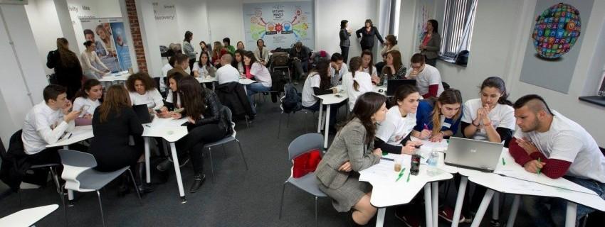 Отваря регистрацията за финансово–креативния лагер за учебни компании